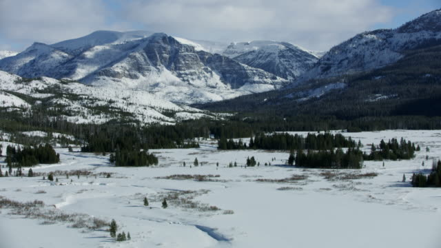 wide shot of the thorofare valley in winter - river yellowstone stock videos & royalty-free footage