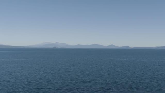 wide shot of tongariro national park from lake taupo - ngauruhoe stock videos & royalty-free footage