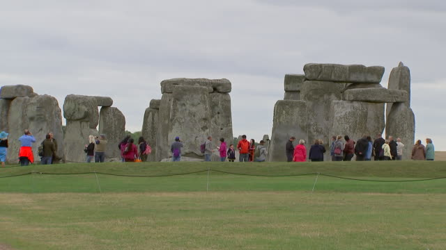 wide shot of tourists at stonehenge on august 28, 2018 in wiltshire, england. - music or celebrities or fashion or film industry or film premiere or youth culture or novelty item or vacations stock videos & royalty-free footage