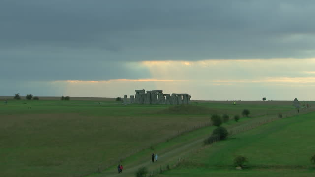 wide shot of tourists walking to stonehenge on august 28, 2018 in wiltshire, england. - wide angle stock videos & royalty-free footage