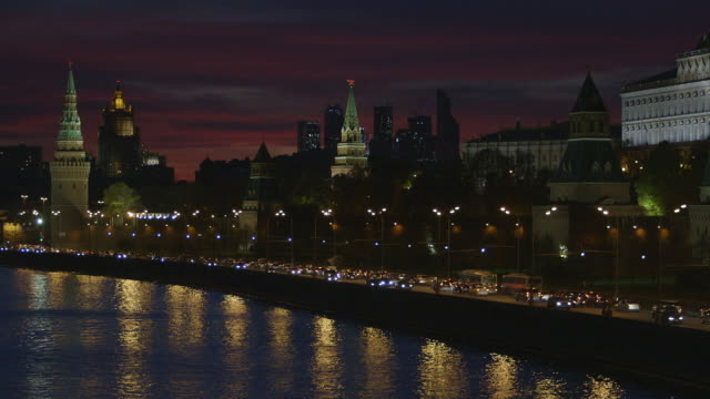 wide shot of traffic outside the kremlin at night in moscow, russia. - moscow russia stock videos & royalty-free footage