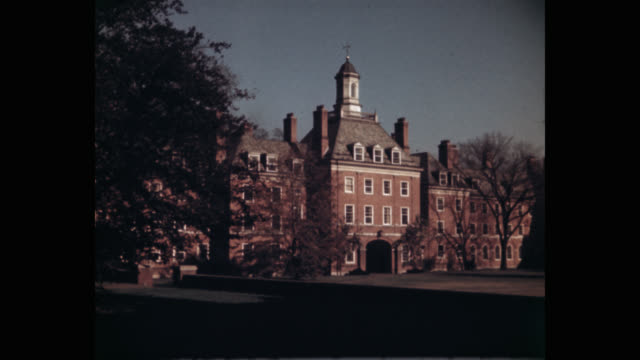wide shot of yale university and campus, new haven, connecticut, usa - ニューヘイブン点の映像素材/bロール