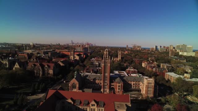 vídeos de stock, filmes e b-roll de wide shot over university of chicago on bright autumn day - chicago illinois