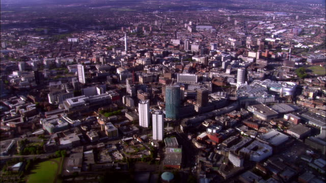 wide shot pan buildings crowding cityscape/ birmingham, england - west midlands stock-videos und b-roll-filmmaterial