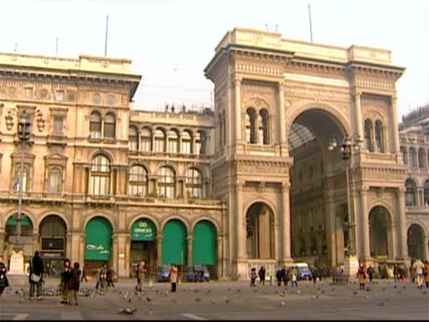 wide shot pan from entrance to galleria vittorio emanuele ii across the piazza del duomo to the duomo di milano / milan, italy - piazza del duomo milan stock videos and b-roll footage