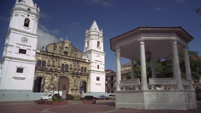wide shot pan gazebo across from metropolitan cathedral/ panama city, panama - gazebo stock videos & royalty-free footage