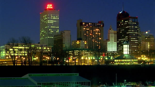 wide shot pan memphis at night / time lapse traffic - memphis tennessee stock videos & royalty-free footage