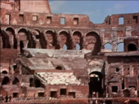 vidéos et rushes de 1938 wide shot pan men working inside ruins of coliseum / rome, italy - archéologie