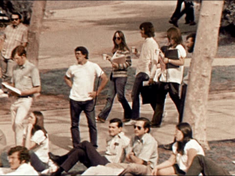 1971 Wide shot pan students walking through crowded college campus/ California/ AUDIO