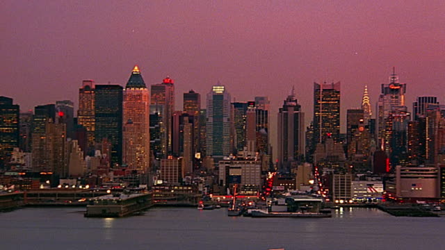 wide shot pan time lapse dusk to night manhattan skyline / hudson river in foreground - dusk to night stock videos & royalty-free footage