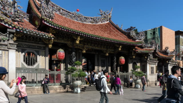 wide shot people walking around the front of lungshan temple / taipei, taiwan - temple building stock videos & royalty-free footage