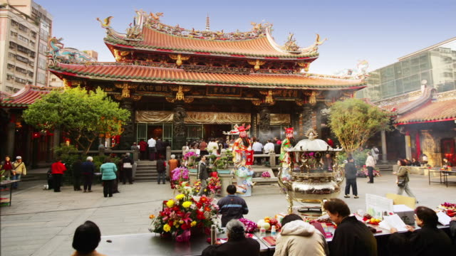 wide shot people walking around the front of lungshan temple / taipei, taiwan - taiwan stock videos & royalty-free footage