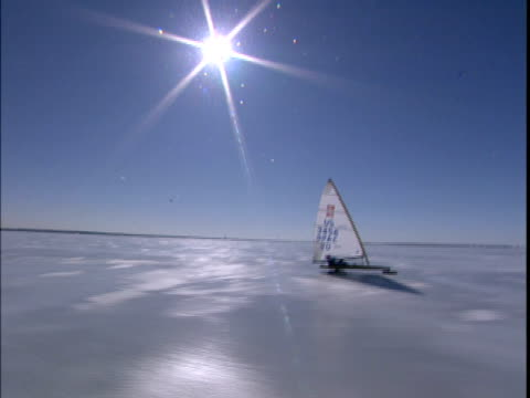 1999 wide shot person ice sailing in ice yacht on frozen st. lawrence river/ montreal, quebec, canada - ghiacciato video stock e b–roll