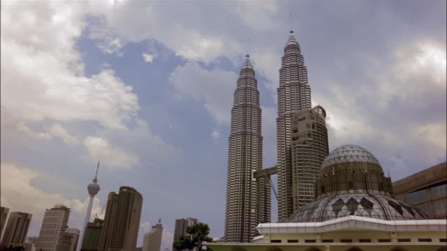 wide shot petronas twin towers, menara maxis, and al-asyikin mosque / kuala lumpur - menara kuala lumpur tower stock videos & royalty-free footage