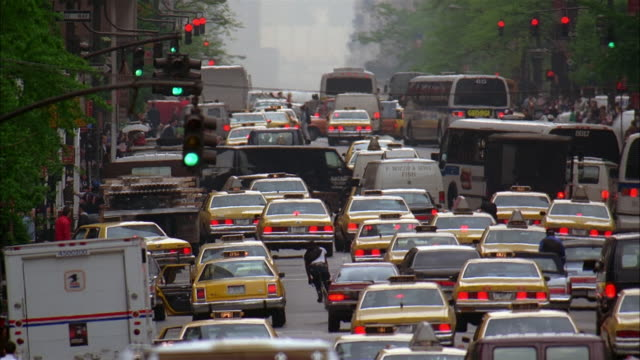 wide shot rear view of heavy traffic on avenue in manhattan / new york city - 1993 stock videos & royalty-free footage