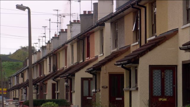 Wide shot row houses / Derry, Northern Ireland