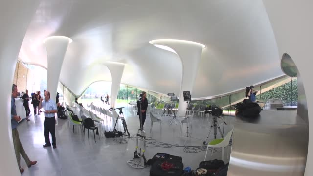 vídeos y material grabado en eventos de stock de wide shot, serpentine sackler gallery interior. members of the public admire the redeveloped serpentine sackler gallery in hyde park on september 25,... - jeremy paxman