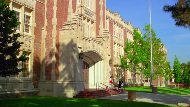wide shot side view of john marshall high school with students on steps at entrance / los feliz, california - sekundarstufe stock-videos und b-roll-filmmaterial