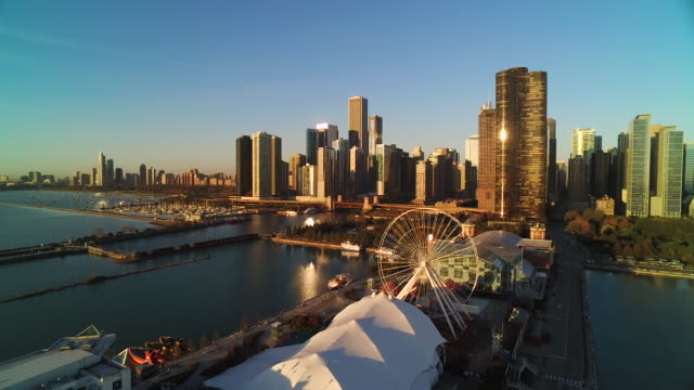 wide shot soaring of chicago skyline at sunrise - chicago river stock videos & royalty-free footage