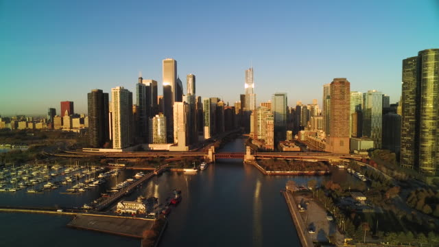 wide shot soaring over chicago river at sunrise - chicago river stock videos & royalty-free footage