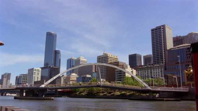 wide shot southbank footbridge and yarra river with skyline/ melbourne, australia - footbridge stock videos & royalty-free footage