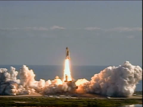 stockvideo's en b-roll-footage met wide shot space shuttle columbia lifting off from launch pad / cape canaveral, florida - 2003