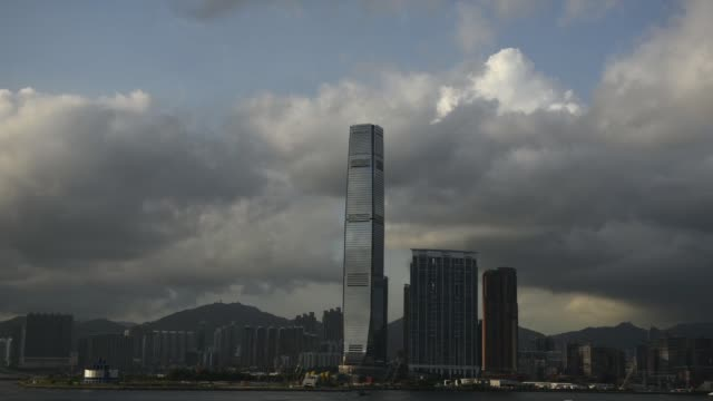 vídeos y material grabado en eventos de stock de wide shot the international commerce centre center stands amongst other buildings in the west kowloon district in hong kong - kowloon