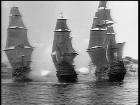 b/w 1685 wide shot three ships (miniatures) on ocean shoot at each other in battle / captain blood (1935) - xvii° secolo video stock e b–roll