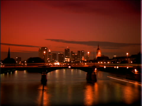 wide shot time lapse boats on river / frankfurt skyline background / dusk - 1992 stock videos & royalty-free footage