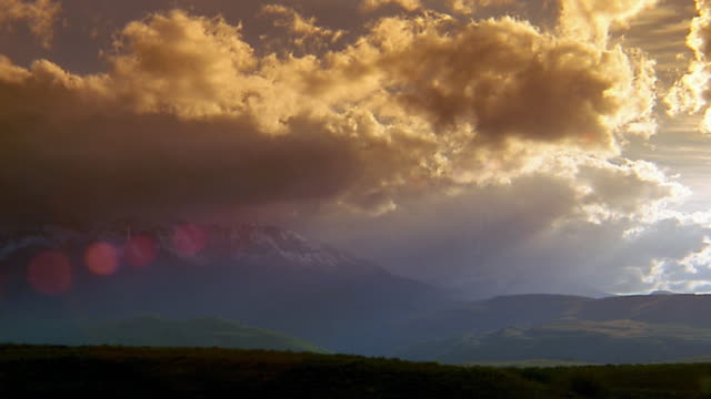 wide shot time lapse clouds moving over valley and mountains - murmursofearth点の映像素材/bロール
