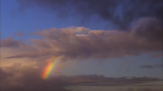 vidéos et rushes de wide shot time lapse clouds passing rainbow / california - arc en ciel