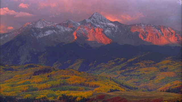 wide shot time lapse stormclouds moving over telluride at dusk - colorado stock videos & royalty-free footage