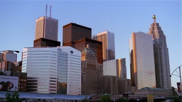 wide shot toronto skyline - kelly mason videos stock videos & royalty-free footage