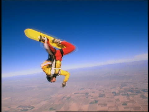 wide shot tracking shot male skysurfer jumping from airplane + performing tricks / arizona - parachuting bildbanksvideor och videomaterial från bakom kulisserna