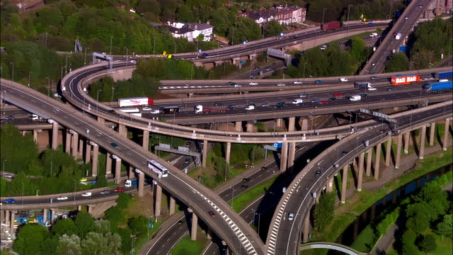 wide shot traffic driving on spaghetti junction overpass/ birmingham, england - birmingham england stock videos & royalty-free footage