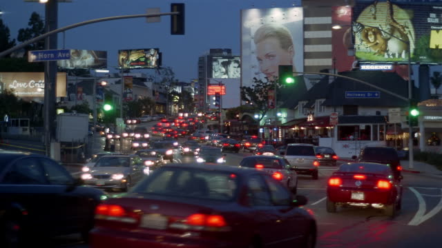 wide shot traffic on sunset boulevard at night / los angeles, california - sunset boulevard stock-videos und b-roll-filmmaterial
