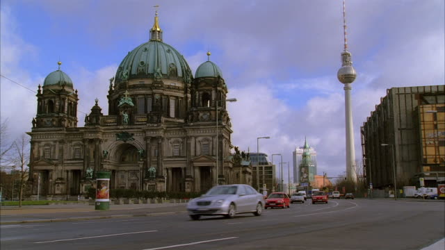 wide shot traffic passing berlin cathedral / view of television tower / berlin - alexanderplatz stock videos & royalty-free footage