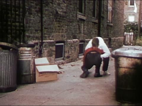 vidéos et rushes de 1955 wide shot two boys fighting in alley / audio - se battre