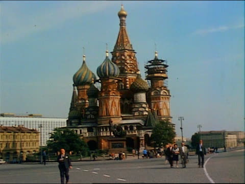 1967 wide shot view of the kremlin with pedestrians walking in foreground / moscow - moskau stock-videos und b-roll-filmmaterial