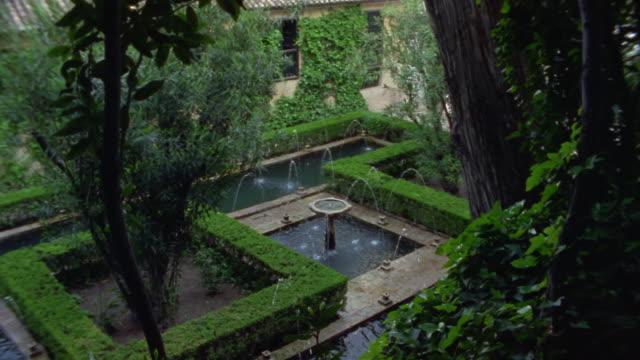 1999 wide shot water splashing in fountain in generalife gardens at the alhambra/ granada, spain - etwa 13. jahrhundert stock-videos und b-roll-filmmaterial