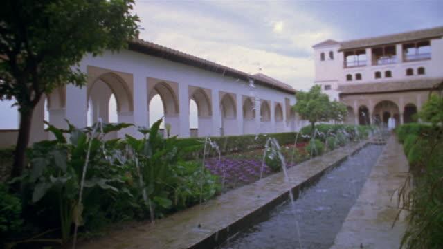 vídeos de stock e filmes b-roll de 1999 wide shot water splashing in fountain in generalife gardens at the alhambra/ granada, spain - circa 13th century