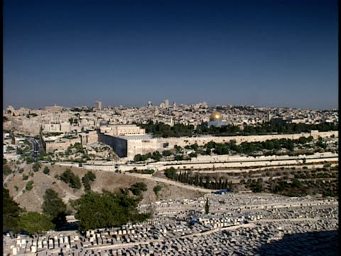 2006 wide shot western wall surrounding jerusalem old city/ jerusalem, israel - surrounding wall stock-videos und b-roll-filmmaterial
