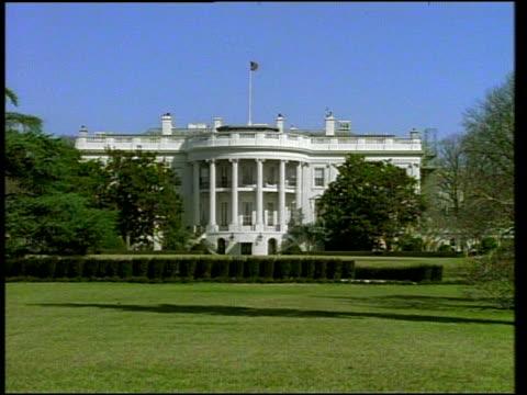 wide shot white house - 新古典派点の映像素材/bロール