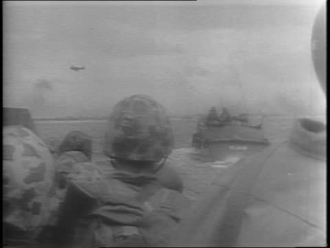wide shots of soldiers on the deck of a landing craft / wide shots of marines waiting on ships for their orders to invade / wide and close up shots... - 船の一部点の映像素材/bロール