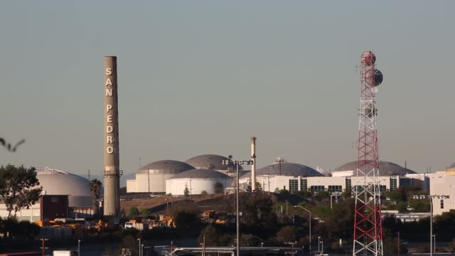 wide shots of the smoke stacks and massive fuel tanks of a conocophillips oil refinery in wilmington california conocophillips refinery smoke stacks... - conocophillips stock-videos und b-roll-filmmaterial