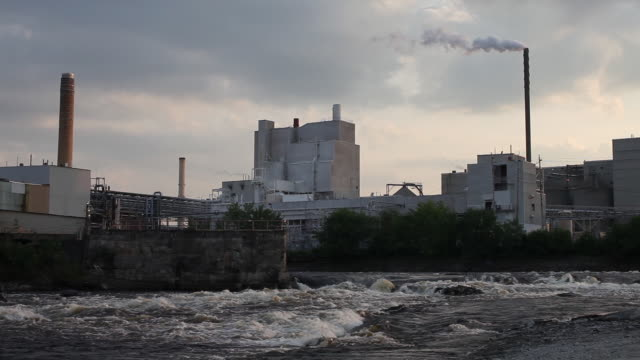 wide smoke from factory on penobscot river - maine stock videos & royalty-free footage