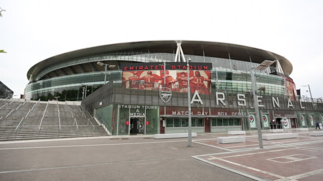 wide view of emirates stadium the armoury and box office - waffenlager stock-videos und b-roll-filmmaterial