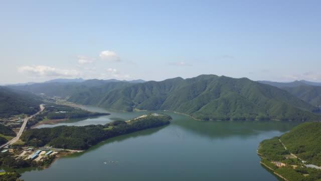 wide view of soyanggang river in injegun, south korea - naturwunder stock-videos und b-roll-filmmaterial