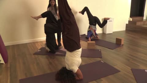 widely perceived as a hindu spiritual practice yoga was not officially permitted for decades in saudi arabia but nouf marwaai is spearheading efforts... - jiddah stock videos & royalty-free footage