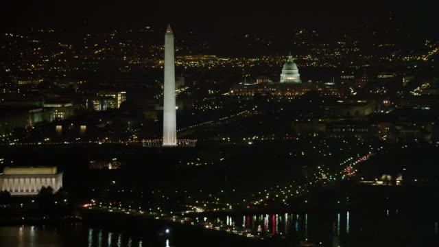 widening view from the national mall at night, washington dc. shot in 2011. - artbeats 個影片檔及 b 捲影像